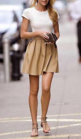 bez suknja i bela majica