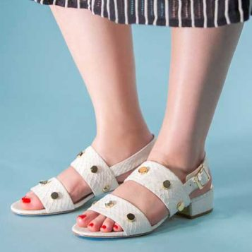 crveni lak i bele sandale