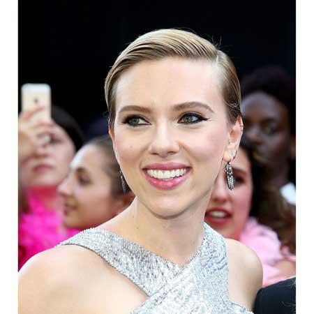 Scarlett Johansson pixi frizura