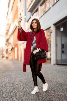 crveni kaput uz pruge