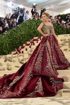 Blake Lively izgledala je zanosno u haljni Versaće.