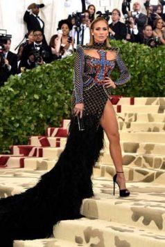 Jennifer Lopez nosila je Balmain.