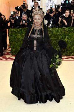 Madonna, kraljica popa, opravdala je krunu u kreaciji Džan Pola Gotjea.
