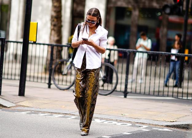 pantalone sa zmijskim printom