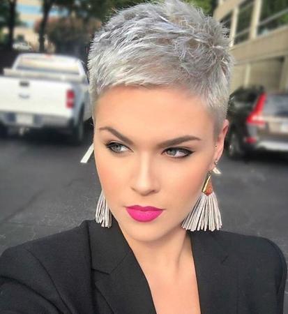 slojevita piksi frizura