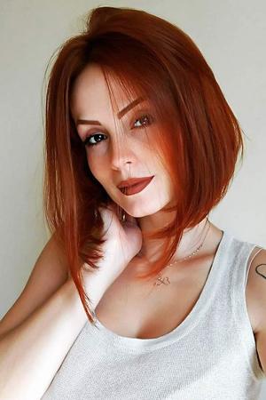 2. Crvena i terakota boja kose