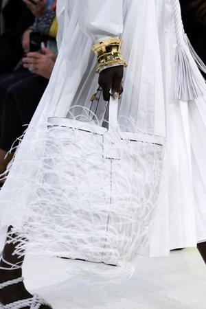 bela torba sa perjem