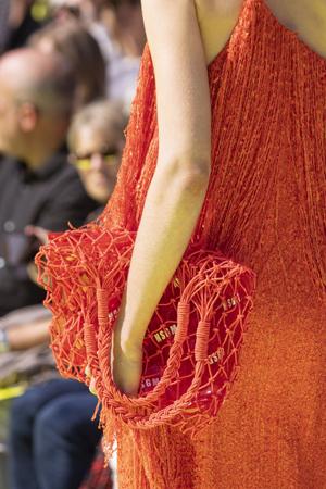 crvena mrežasta torba