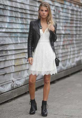 kozne cizmice, bela haljina