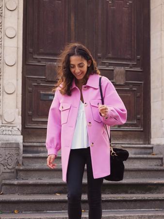 roze kosulja jakna