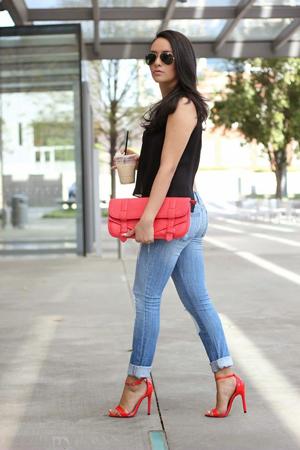 boje za leto - crvene cipele i torba