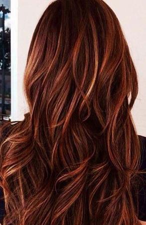 crvena boja kose sa plavim pramenovima